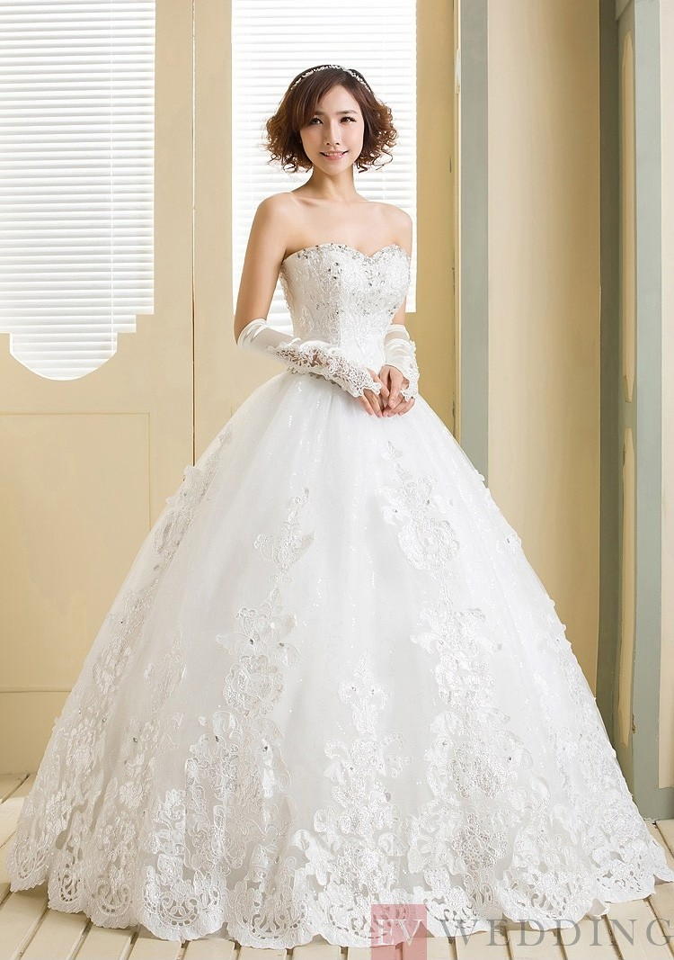 Appliques Sweetheart Neck Sleeveless Ball Gown Wedding Dress With Lace-Up